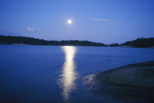 Stock Photo: 4400R-3278 Fullmoon by the sea, Sweden.