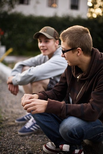Stock Photo: 4400R-4320 Teenagers sitting on curb