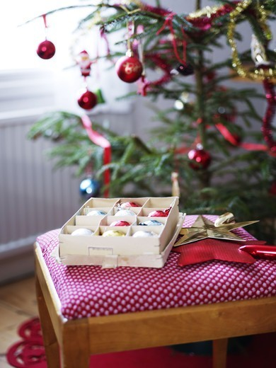 Stock Photo: 4400R-5117 Christmas tree and box with christmas baubles