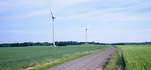 Stock Photo: 4401R-11185 Wind turbine at arable land