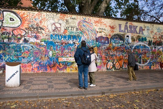 Stock Photo: 4404-1441 Czech Republic, Prague, People looking at Lennon Wall