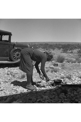 Cooking on the Ground in the Heat, Dorothea Lange : Stock Photo