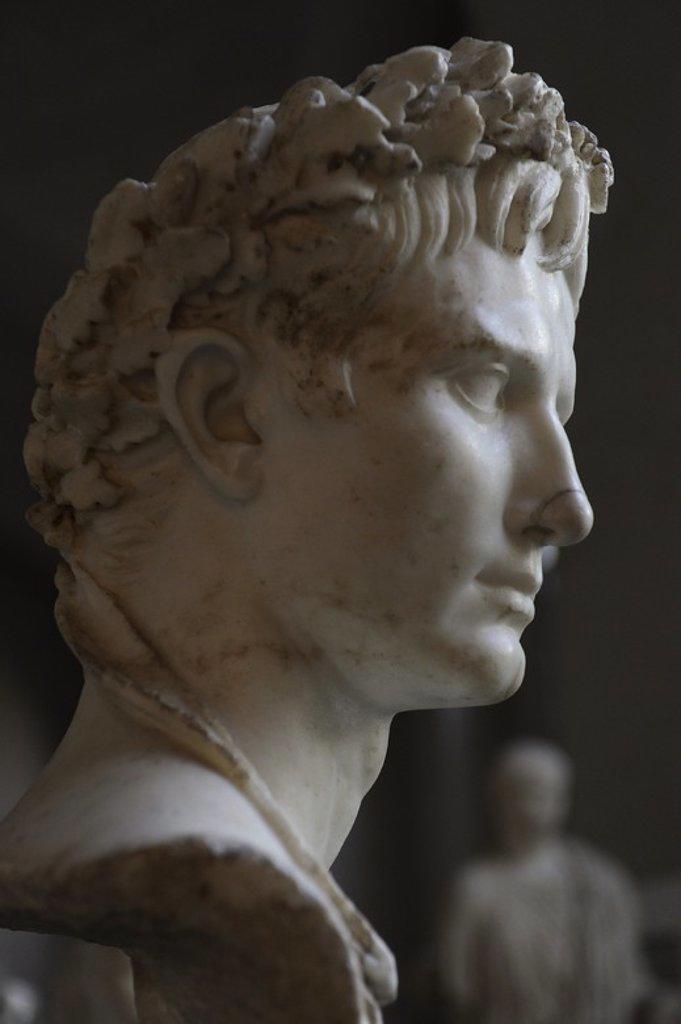 """Stock Photo: 4409-102319 OCTAVIO AUGUSTO (Gaius Julius Caesar Octavianus) (61 a. C. -14 d. C.). Primer emperador romano e hijo adoptivo de César. Lleva la"""" corona civil"""" del honor, hecha de hojas de roble. Glyptothek. Munich. Alemania. Europa."""