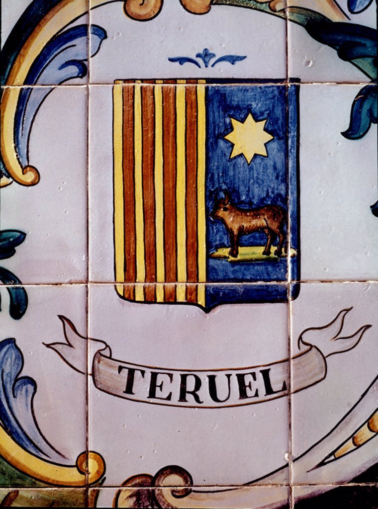 ESCUDO DE CERAMICA DE MANISES-TERUEL. : Stock Photo