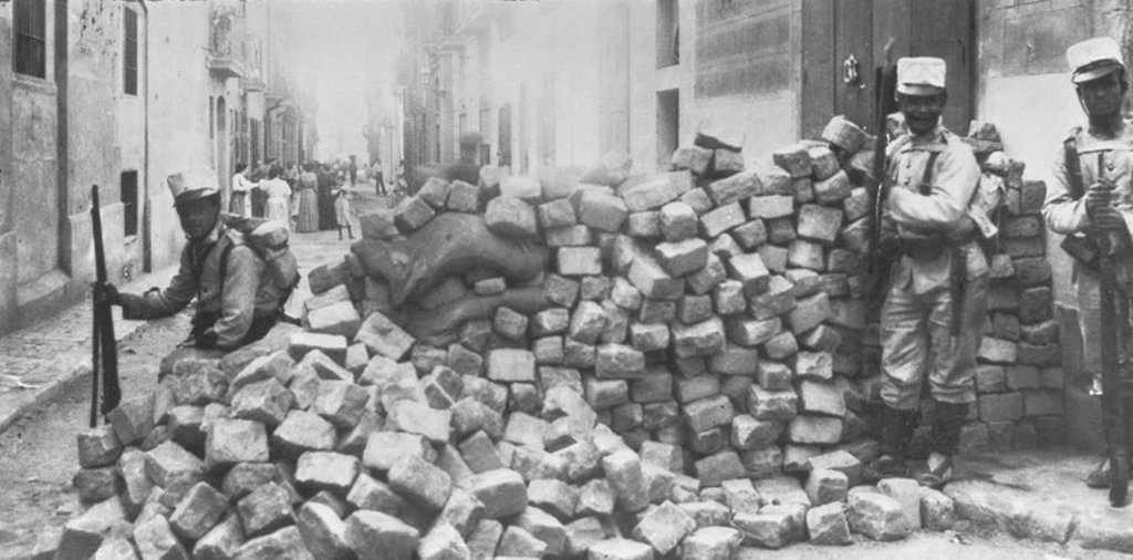 Stock Photo: 4409-10523 SEMANA TRAGICA-BARRICADAS. Location: PRIVATE COLLECTION, BARCELONA, SPAIN.
