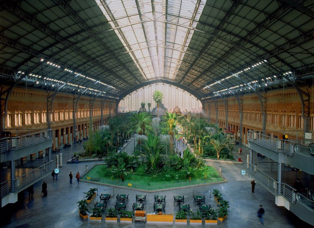 Vestibulo central con plantas de la estacion de atocha for Jardin atocha