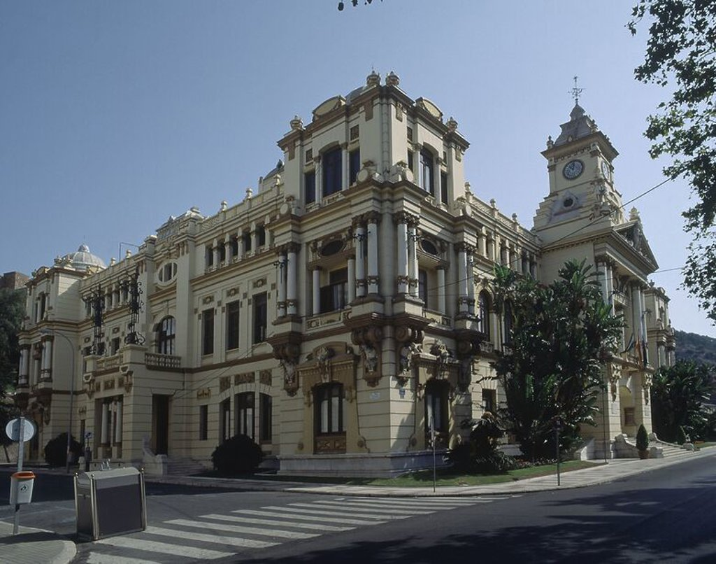 CASA CONSITORIAL AUDIENCIA PROVINCIAL Y JUZGADOS DE INSTRUCCION - REALIZADO ENTRE 1912 Y 1919. Author: GUERRERO STRACHAN FERNANDO. Location: AYUNTAMIENTO, SPAIN. : Stock Photo