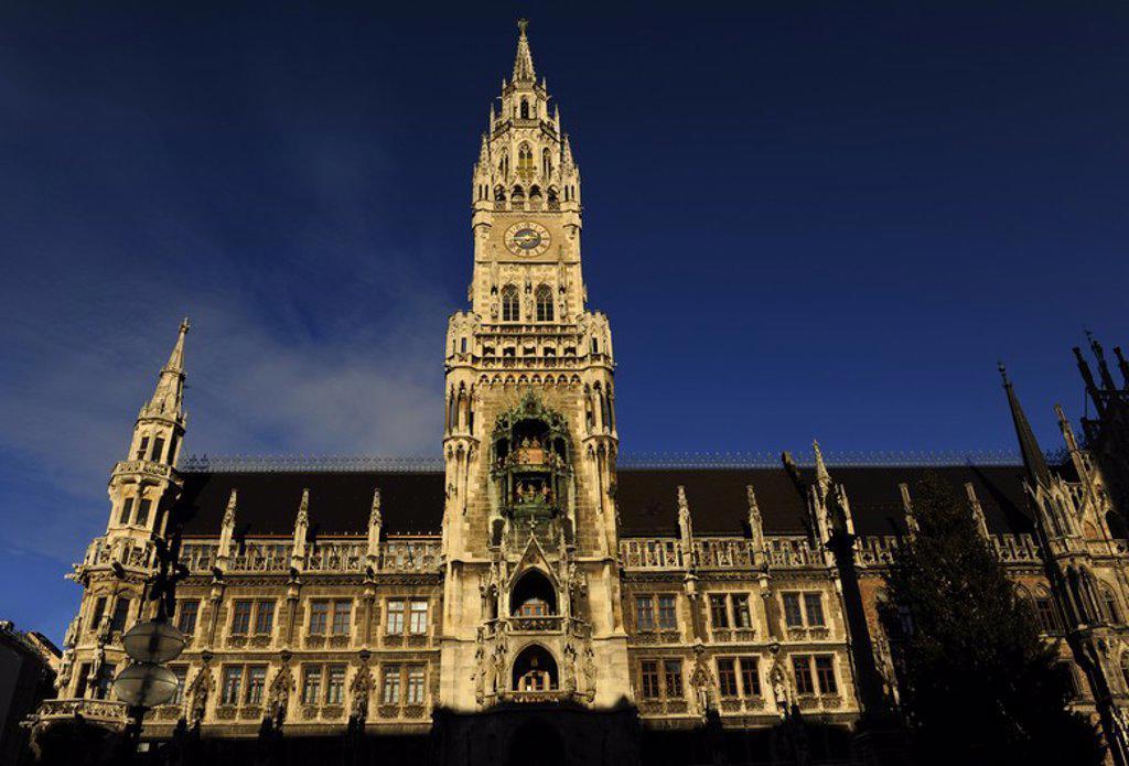 ALEMANIA. MUNICH. El Nuevo Ayuntamiento (Neues Rathaus). Edificio del ayuntamiento, ubicado en la Marienplatz. La obras de construcción se extendió desde 1867 hasta 1908 en tres fases. Es de estilo neogótico. Baviera. Europa. : Stock Photo
