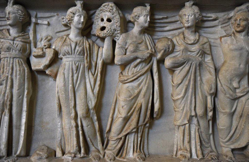 Stock Photo: 4409-107151 ARTE ROMANO. Sarcófago romano. Fechado hacia el 180 d. C. Detalle de Apolo acompañado con las musas inspiradoras de las artes. Glyptothek. Munich. Alemania. Europa.