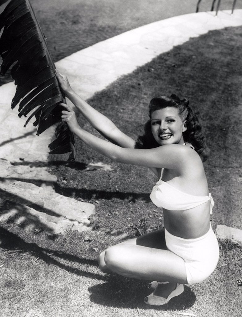 Year: 1945. Stars: RITA HAYWORTH. : Stock Photo