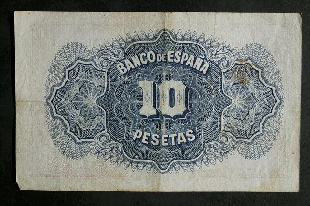 Stock Photo: 4409-135672 DINERO: BILLETE DE DIEZ PESETAS DE 1935. ANVERSO: BUSTO MUJER COMO ALEGORIA A LA REPUBLICA.LEYENDAS: CERTIFICADO DE PLATA Y DE CURSO LEGAL. REVERSO: SIN FONDO. MEDIDA: 101 x 61.