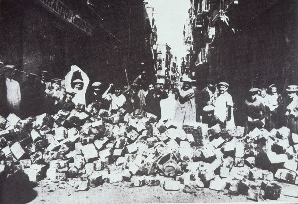 HªCATALUNA-FOTOGRAFIA-26/7/1909-SEMANA TRAGICA-BARRICADA-BARCELONA. Location: BIBLIOTECA NACIONAL-COLECCION, MADRID. : Stock Photo
