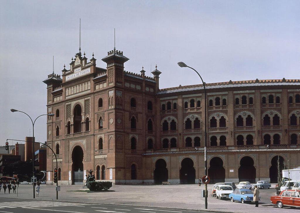 Stock Photo: 4409-15759 PLAZA DE TOROS DE VENTAS - CONCLUIDA EN 1929 E INAUGURADA EN 1934 - ARQUITECTURA NEOMUDEJAR. Author: ESPELIUS JOSE. Location: PLAZA DE TOROS DE LAS VENTAS, SPAIN.