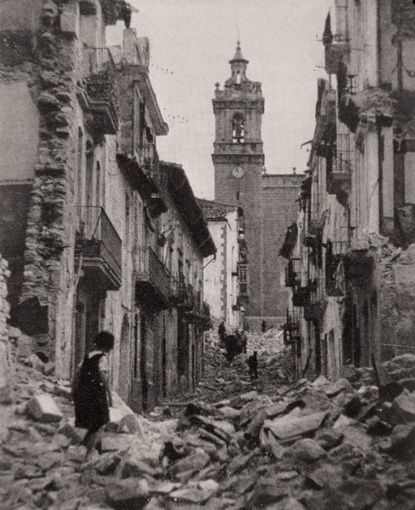 Stock Photo: 4409-16029 Spanish Civil War (1936-1939). Damages caused by the Civil War . Ruinas de la Guerra Civil. Photograph 1936. Albocacer, Castellón Province. Location: EXTERIOR, ALBOCACER.