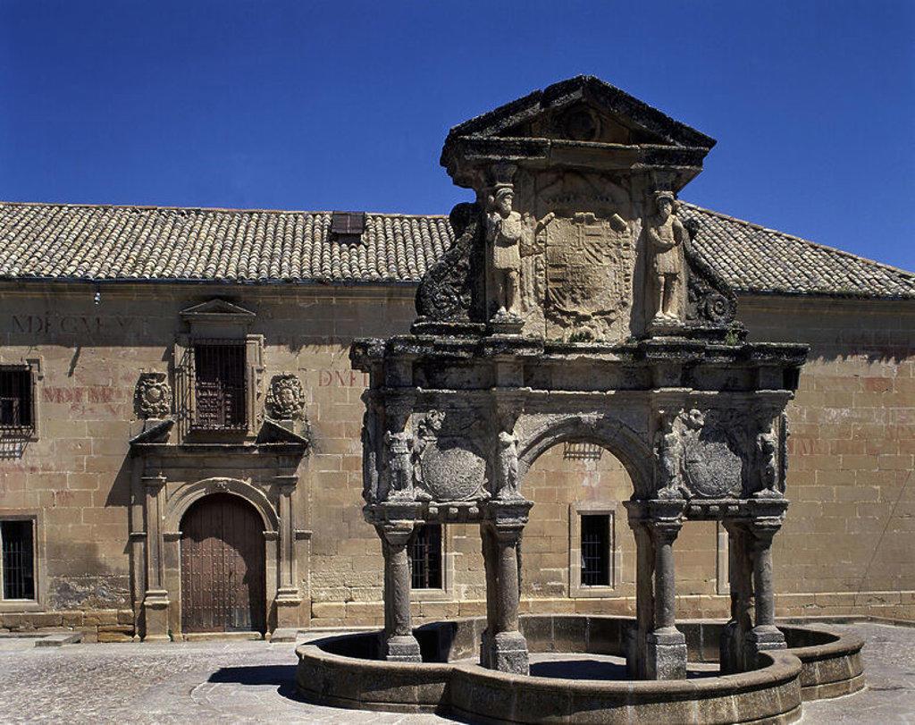 Stock Photo: 4409-17740 FUENTE DE SANTA MARIA CONSTRUCION DE 1565 SITUADA EN LA PLAZA DEL MISMO NOMBRE AL FONDO SE ENCUENTRA EL SEMINARIO DE SAN FELIPE NERI. Author: MARTINEZ DE ARANDA GINES. Location: EXTERIOR, JAEN, SPAIN.