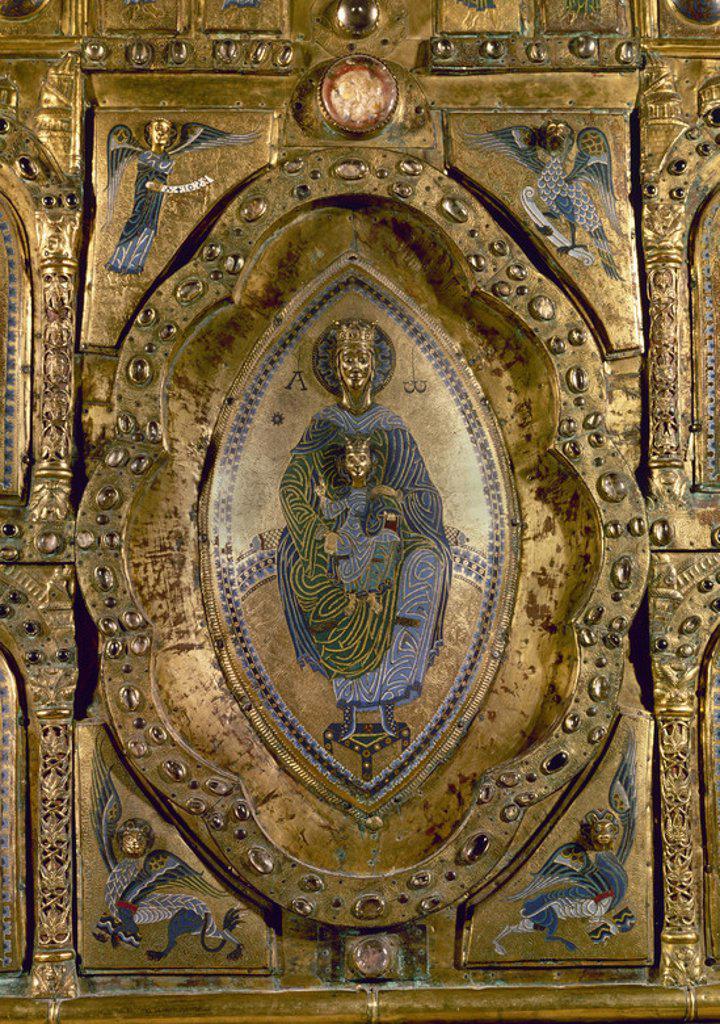 Stock Photo: 4409-18184 RETABLO DE SAN MIGUEL IN EXCELSIS - DETALLE DE LA VIRGEN Y EL NIÑO - SIGLO XII - ROMANICO NAVARRO. Location: MUSEO DE NAVARRA, PAMPLONA, SPAIN.