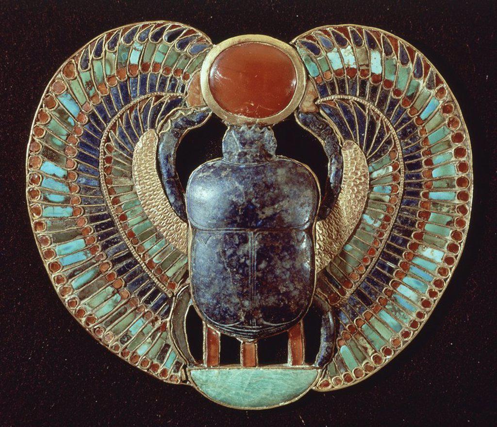 Stock Photo: 4409-18455 ATEUCO - PECTORAL EN FORMA DE ESCARABAJO ALADO - TESORO DE TUTANKAMON - XVIII DINASTIA - 1325 AC. Location: EGYPTIAN MUSEUM, KAIRO.