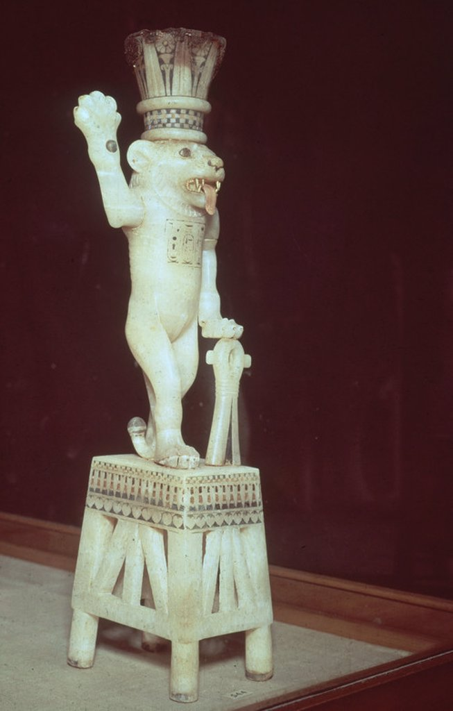 Stock Photo: 4409-18456 TESORO TUTANKAMON-VASO-DIOS BESIN CON CABEZA LEON. Location: EGYPTIAN MUSEUM, KAIRO, EGYPT.