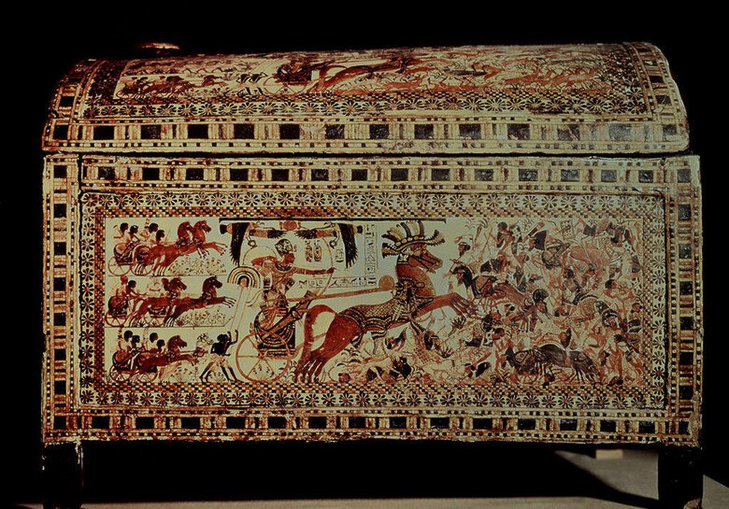Stock Photo: 4409-18459 TESORO DE TUTANKAMON - COFRE DE MADERA PINTADA - BATALLA CONTRA ASIATICOS Y NUBIOS - XVIII DINASTIA. Location: EGYPTIAN MUSEUM, KAIRO.