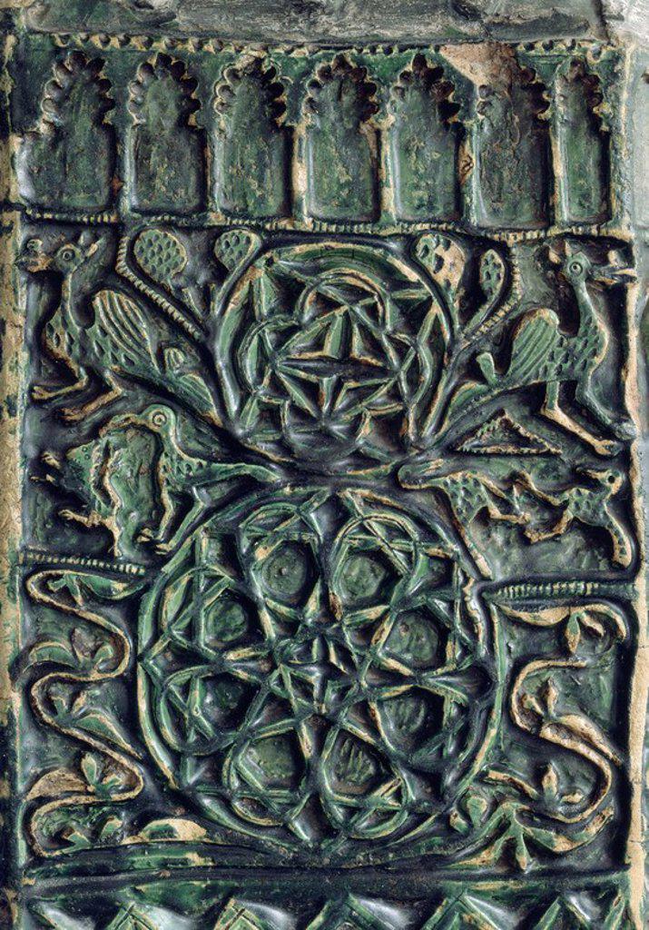 DETALLE DE UN BROCAL DE POZO CORDOBES CON DECORACION ESTAMPILLADA - SIGLO XIV-XV. Location: MUSEO ARQUEOLOGICO-COLECCION, CORDOBA, SPAIN. : Stock Photo