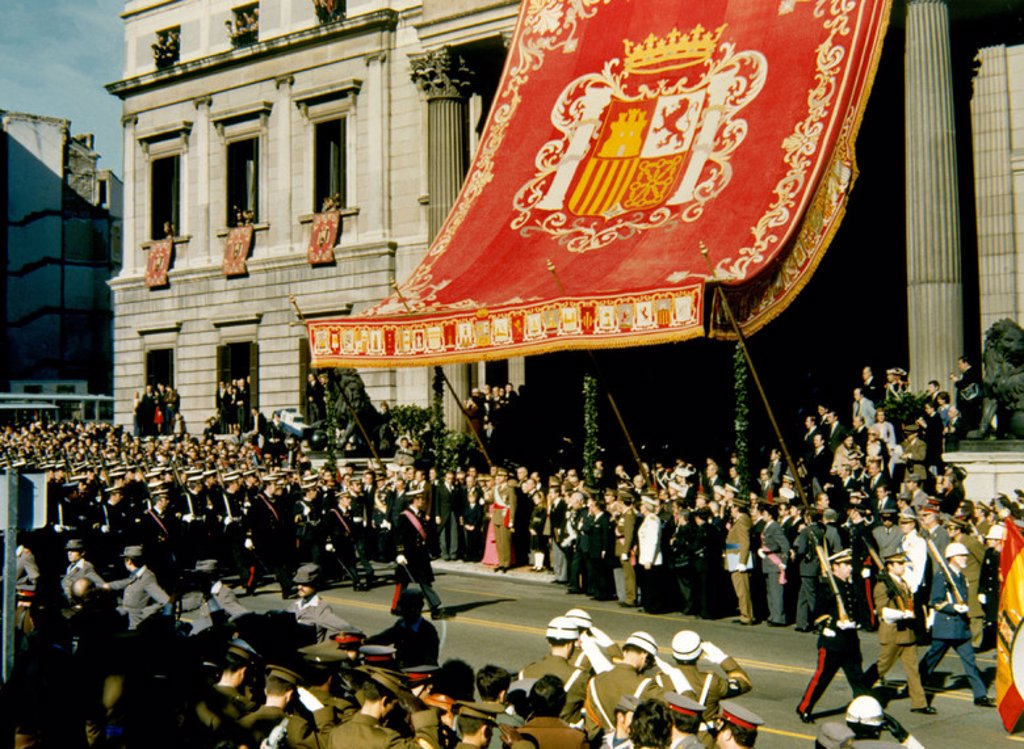 Stock Photo: 4409-21463 Procession during the proclamation ceremony of King Juan Carlos on November 22, 1975. Madrid, Congress of Deputies. Location: CONGRESO DE LOS DIPUTADOS-EXTERIOR, MADRID.