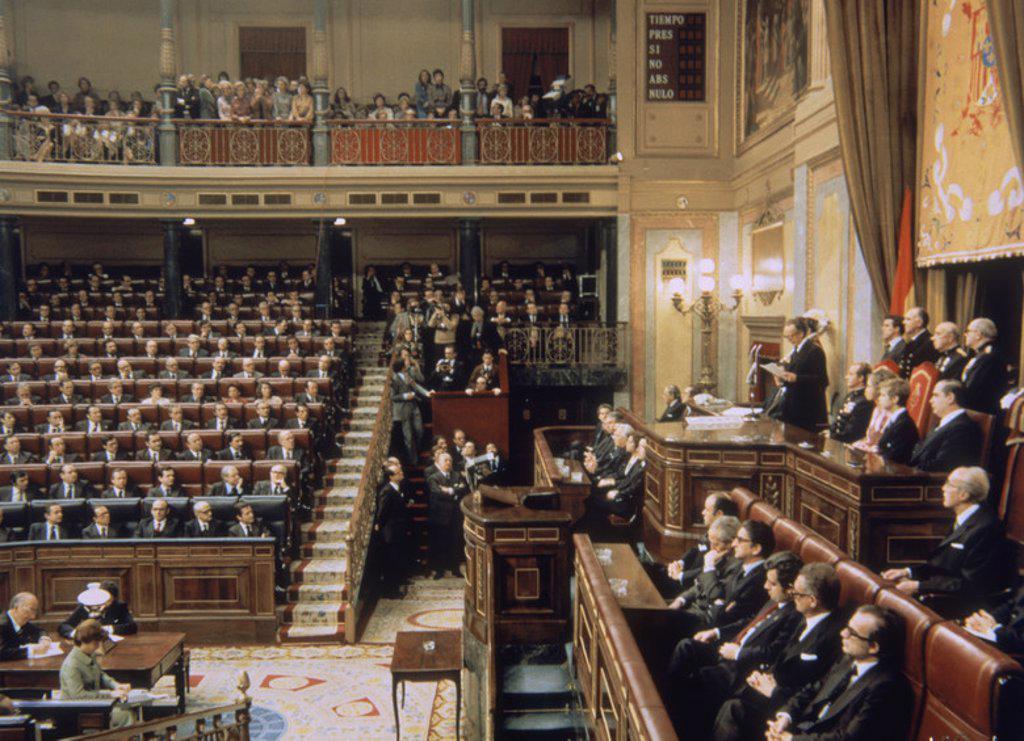 SANCION DE LA CONSTITUCION DE 1978 - HERNANDEZ GIL JUNTO A LOS REYES DE ESPAÑA Y EL PRINCIPE FELIPE - 1978. Location: CONGRESO DE LOS DIPUTADOS-INTERIOR, MADRID. : Stock Photo