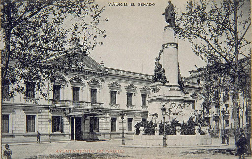 Stock Photo: 4409-22835 POSTAL - FACHADA DEL SENADO CON MARQUESINA Y MONUMENTO A CANOVAS DEL CASTILLO. Location: MUSEO DE HISTORIA-FOTOGRAFIAS, MADRID, SPAIN.