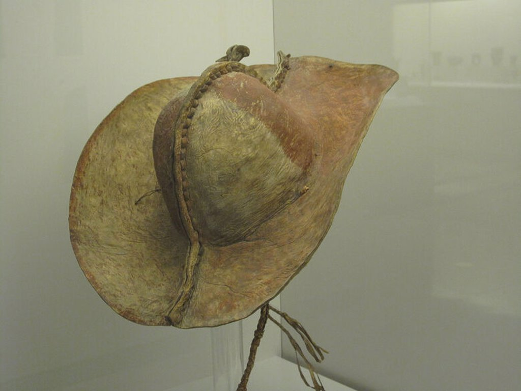 SOMBRERO DE CUERO PROCEDENTE DE ARGENTINA - 1750-1800. Location: MUSEO DE AMERICA-COLECCION, MADRID, SPAIN. : Stock Photo