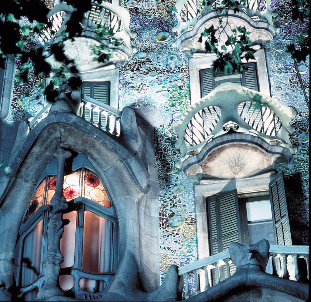 Stock Photo: 4409-27486 Casa batlló, detalle. Vista nocturna. Barcelona, España.