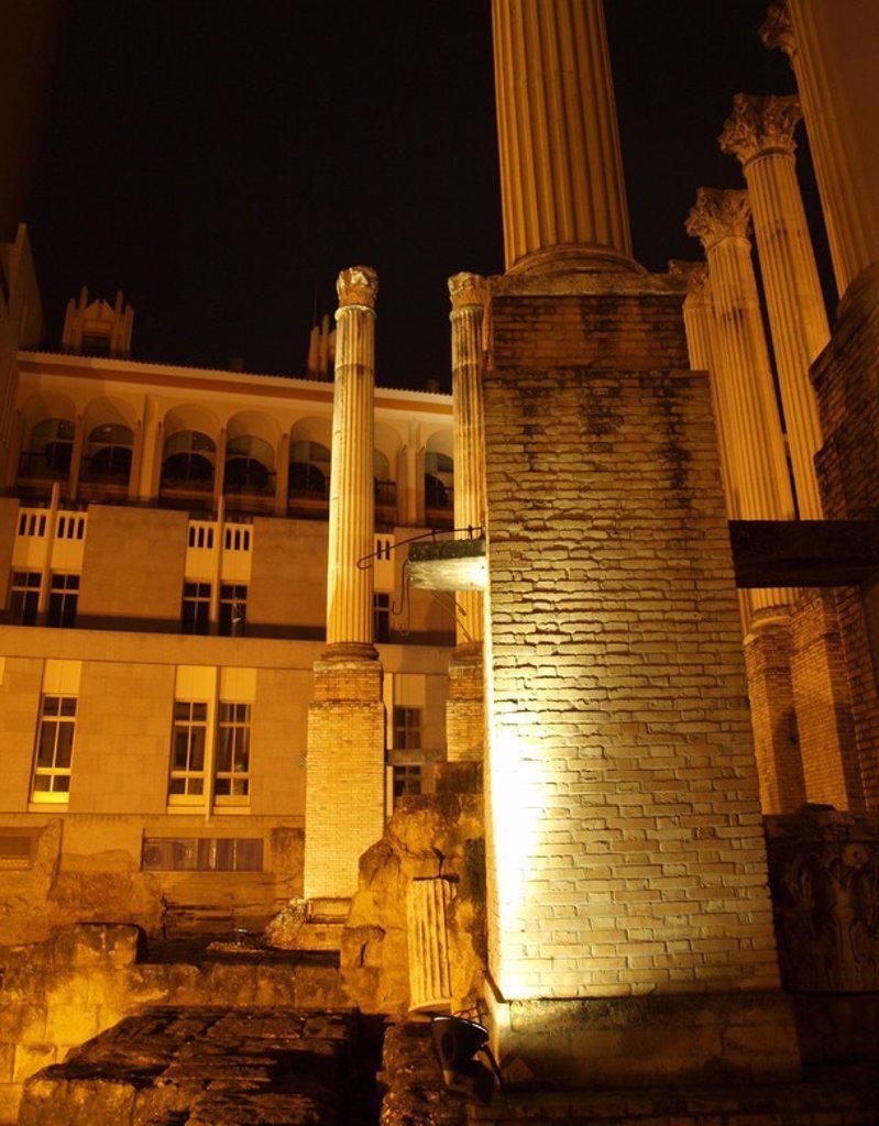 Stock Photo: 4409-29607 Templo romano, columnas. templo pseudoper'ptero, hex‡stilo y de orden corintio para el culto imperial construido entre el 54 al 96 d.c. Calle Capitulares junto ayuntamiento. Cordoba.