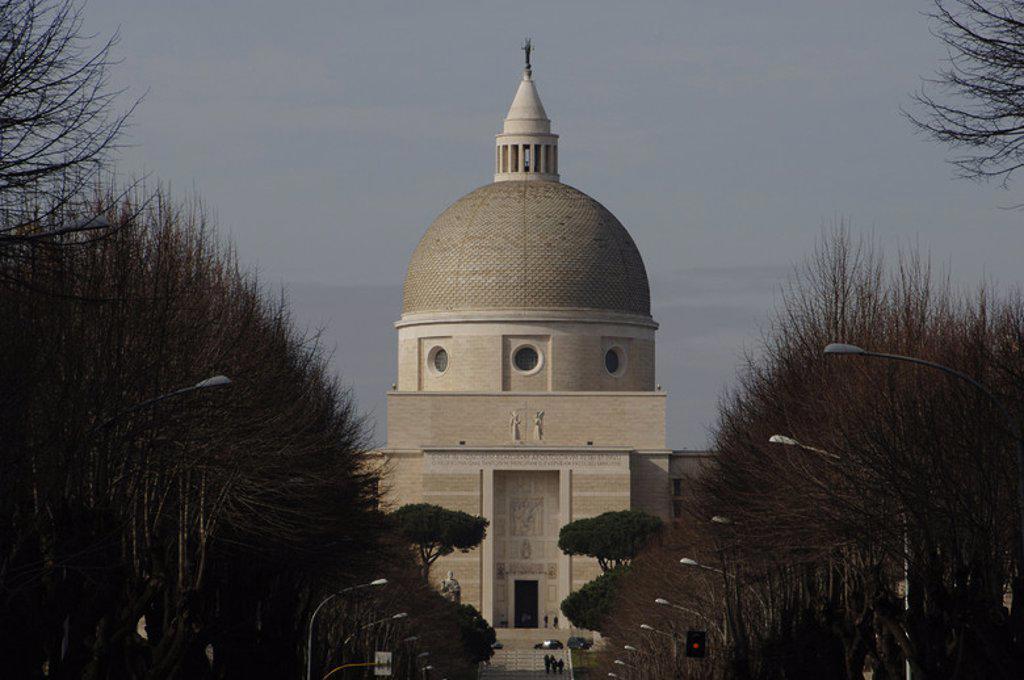 Stock Photo: 4409-34798 ITALIA. ROMA. Vista de la IGLESIA DE LOS SANTOS PEDRO Y PABLO, construída en la primera mitad del siglo XX. Distrito EUR.