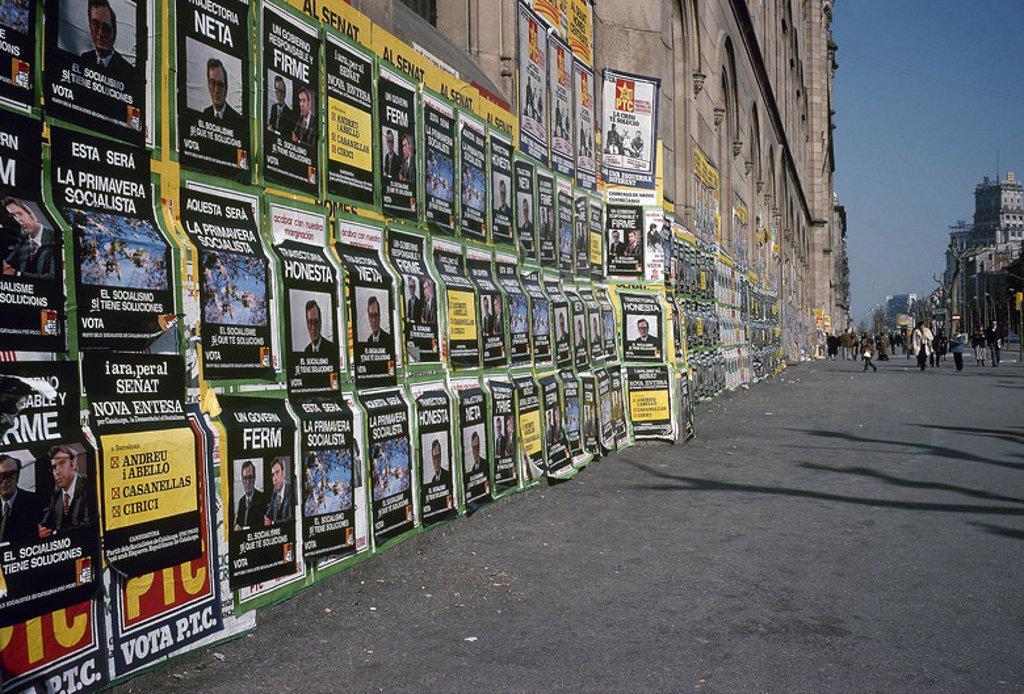Stock Photo: 4409-35249 ELECCIONES GENERALES DE 1979. Disueltas las Cortes (29 de diciembre de 1978), se convocaron unas elecciones legislativas para el 1 de marzo de 1979, consolidándose UCD como partido de gobierno aunque sin lograr la mayoría absoluta en el Congreso, que sí obtuvo en el Senado. Propaganda electoral en las calles de Barcelona.