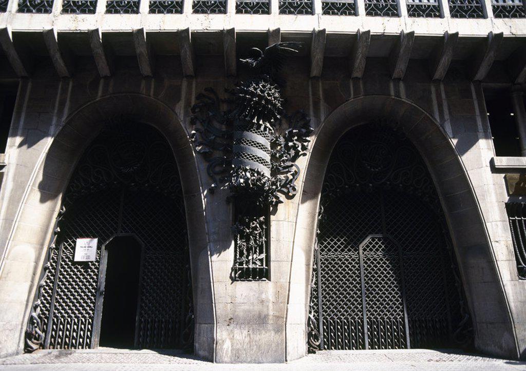 Stock Photo: 4409-36158 ARTE SIGLO XIX. MODERNISMO. ESPAÑA. GAUDI, Antoni (Reus, 1852-Barcelona, 1926). PALAU GÜELL. Residencia urbana de la familia de Eusebi GÜELL, fue construído entre 1885 y 1889. Detalle de la DECORACION DE LA FACHADA EN HIERRO FORJADO. BARCELONA. Cataluña.