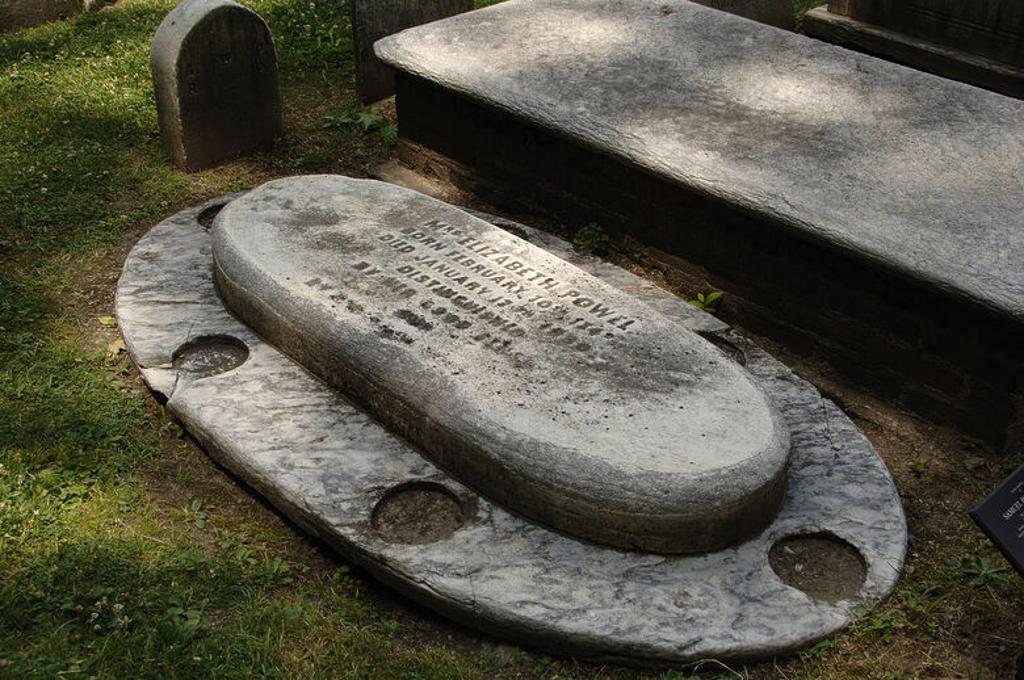 """Stock Photo: 4409-36633 Tumbas de Samuel Powel (1738-1793), alcalde de Filadelfia entre 1789 y 1790, y de su esposa Elizabeth Willing Powel (1743-1830) en el cementerio """"Christ Church Burial Ground"""", situado en la zona antigua de la ciudad. Filadelfia (Philadelphia). Estado de Pensilvania. Estados Unidos."""