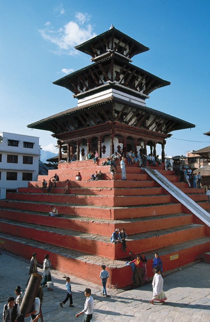NEPAL. KATMANDU. Uno de los templos de la Plaza Durbar. : Stock Photo