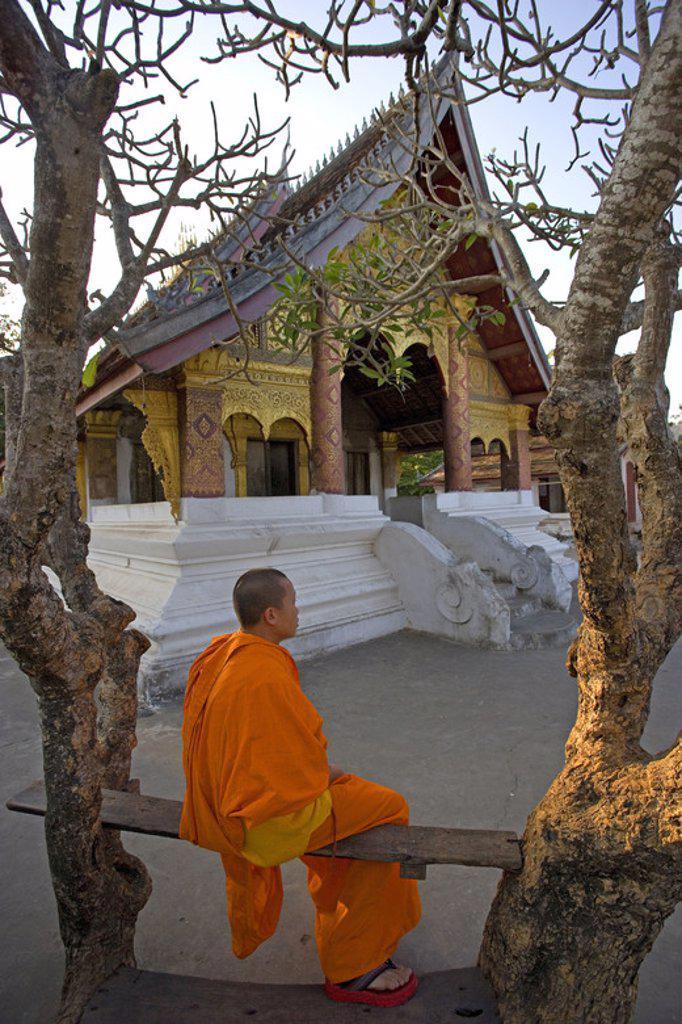 MONJE BUDISTA en el TEMPLO DE WAT SOP. LUANG PRABANG (Patrimonio de la Humanidad). Laos. : Stock Photo