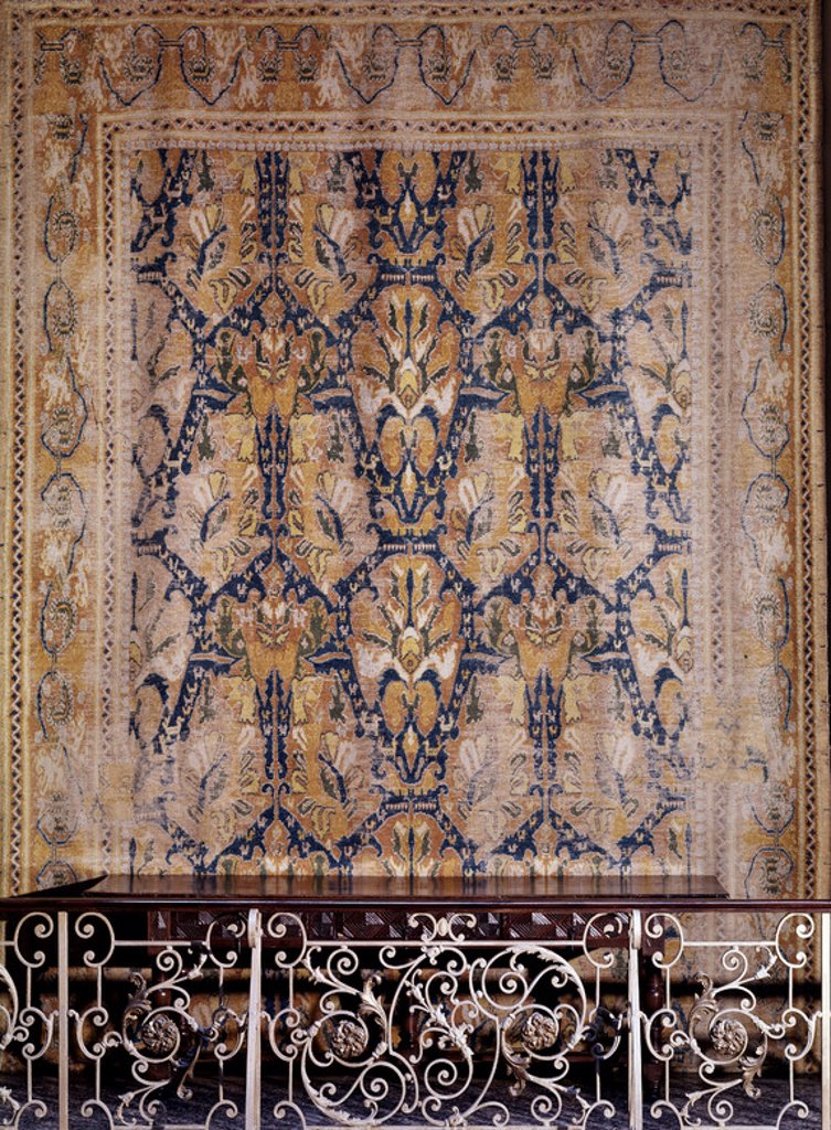 Stock Photo: 4409-3781 ALFOMBRA RENACENTISTA DE BROCADOS CON DECORACION VEGETAL Y GEOMETRICA - SIGLO XVI - LANA Y CAÑAMO - 6,80x3,45 m - INVENTARIO CE01711. Location: MUSEE D'ARTS DECORATIFS, MADRID, SPAIN.