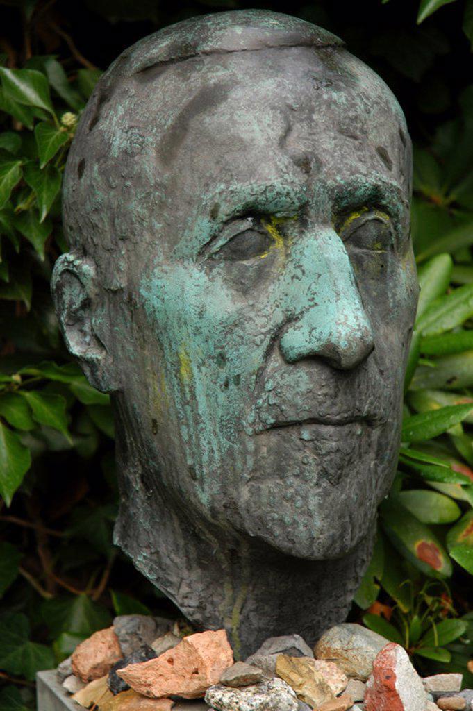 HEINRICH MANN (1871-1950). Escritor alemán, hermano de Thomas Mann. S. XIX-XX (S. XIX-S. XX). Tumba de Heinrich Mann en el Cementerio de Dorotheenstädtischen Friedhof. Berlín, Alemania. : Stock Photo