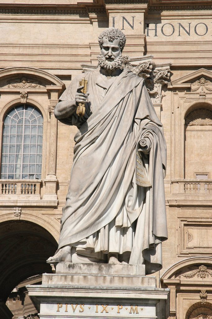 Stock Photo: 4409-39219 The Apostle saint Peter holding the Keys. Statue. Square of Sant Peter.  City of the Vatican.