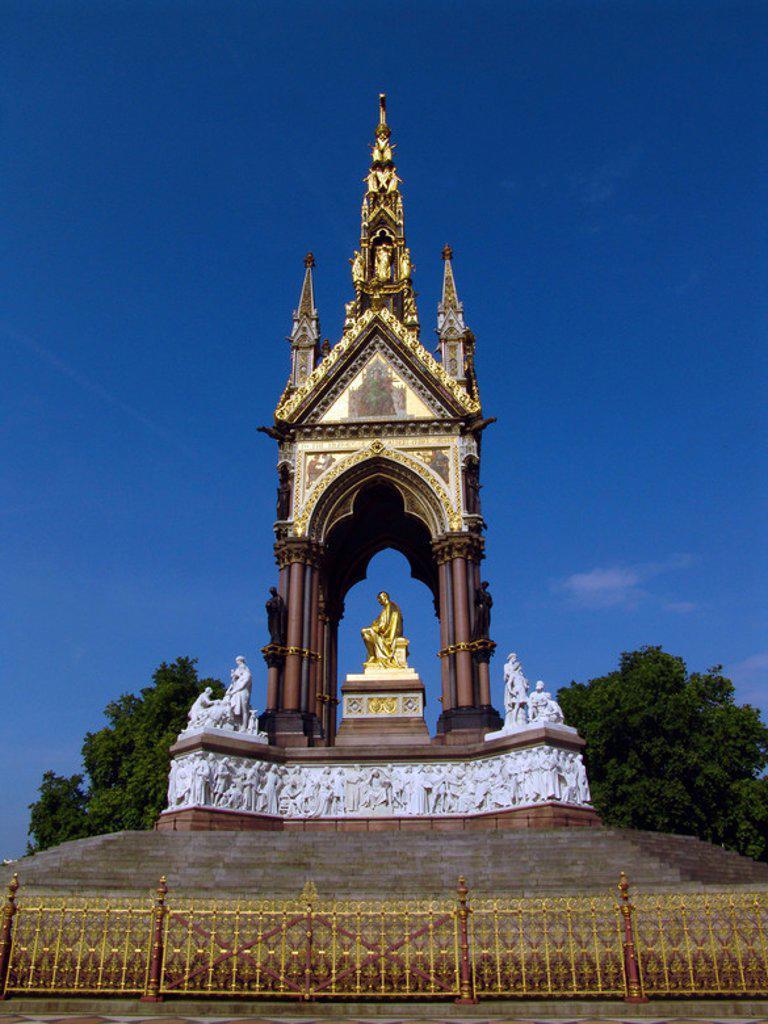 """Stock Photo: 4409-39277 ALBERTO DE SAJONIA-COBURGO-GOTHA (1819-1861). Esposo y príncipe consorte de la reina Victoria I de Inglaterra. S. XIX. Estatua en el """"Albert Memorial"""", situado en Los Jardines de Kensington, en Hyde Park. Londres. Inglaterra."""