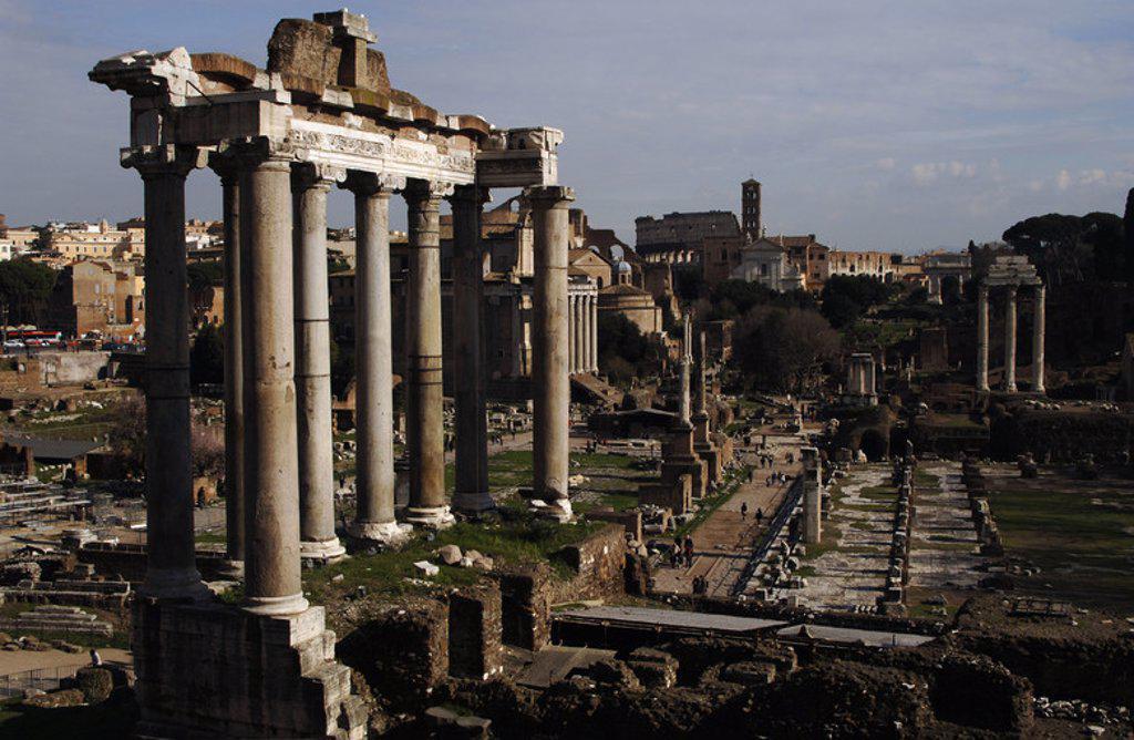 Stock Photo: 4409-39444 ARTE ROMANO. ITALIA. FORO ROMANO. Vista de las ruinas del TEMPLO DE SATURNO. ROMA.