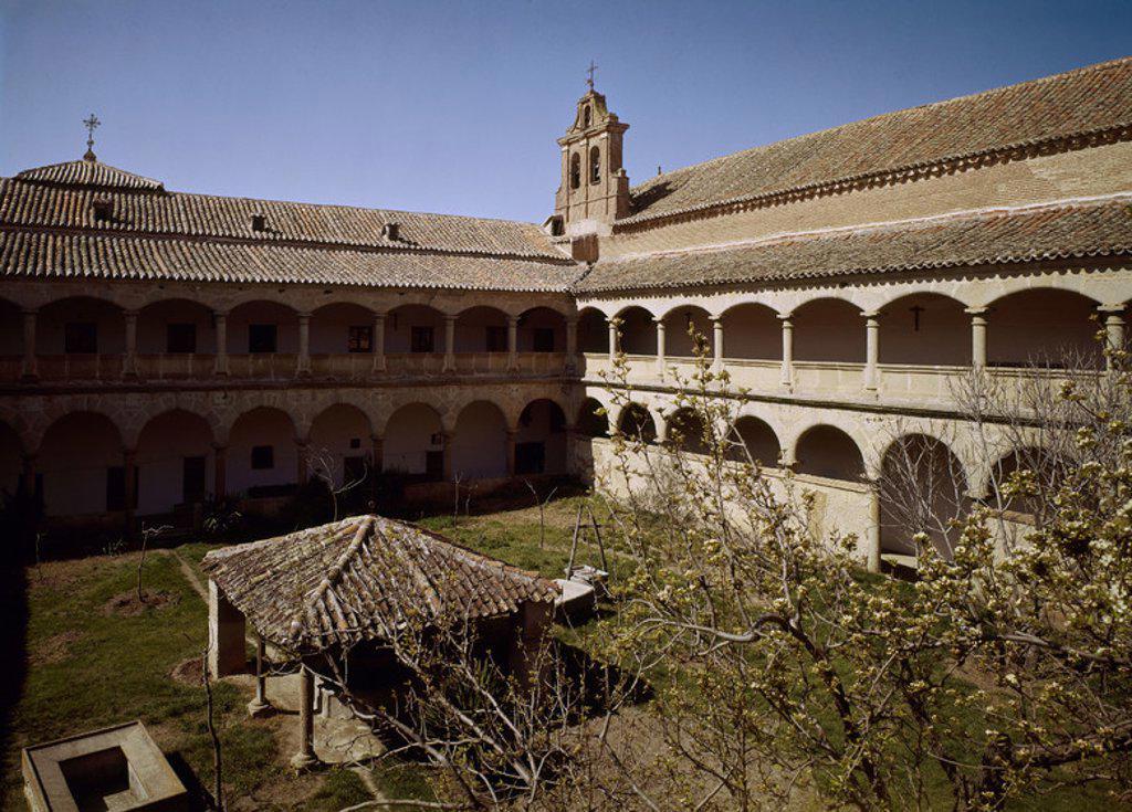 Stock Photo: 4409-3964 CLAUSTRO DEL CONVENTO DE LAS AGUSTINAS DE MADRIGAL DE LAS ALTAS TORRES. Location: CONVENTO DE LAS AGUSTINAS, AVILA, SPAIN.