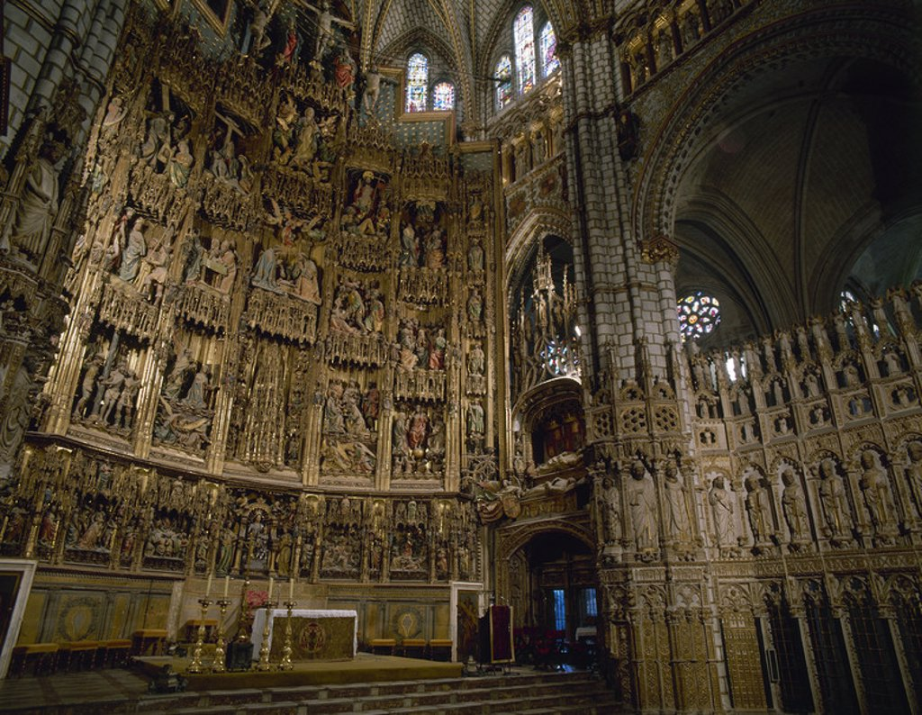 Stock Photo: 4409-39885 Spain. 15th and 16th century. Altarpiece of the Cathedral of Toledo depicting scenes of Christ's life (1497-1504). Polychrome wood. Among the architects, painters and sculptors who collaborated in this collective masterwork were: Enrique Egas and Pedro Gumiel, Francisco de Amberes and Juan de Borgon_a, Rodrigo Alema_n, Felipe Vigarny, Diego Copi_n de Holanda, Sebastia_n de Almonacid and Joan Peti. Toledo. Castile-La Mancha.