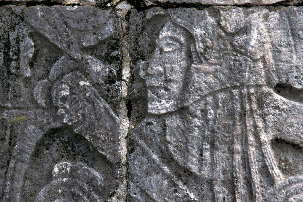 Stock Photo: 4409-40283 ARTE PRECOLOMBINO. MAYA. Relieves escultóricos en los muros de la cancha del juego de pelota. Chichen Itzá. Estado de Yucatán. México.