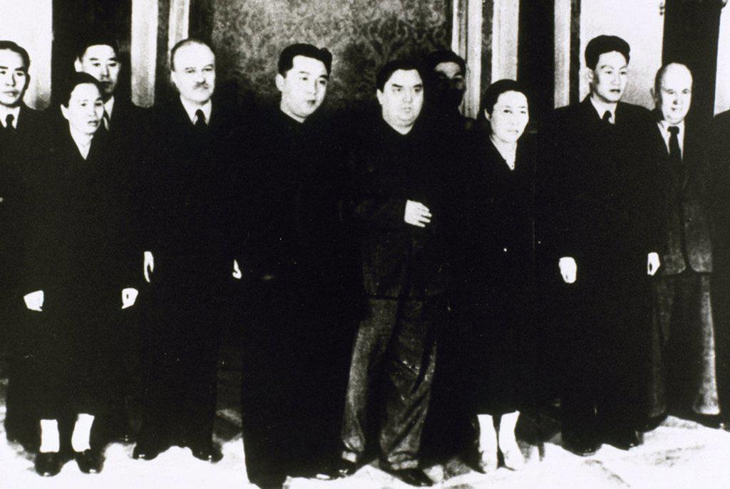 Stock Photo: 4409-40313 DELEGACION COMERCIAL NORCOREANA (30 de septiembre de 1958) en Moscú, para negociar con el gobierno soviético. En el centro, MALENKOV (1902-1988), el cuarto a la izquierda es MOLOTOV (1890-1986) y KRUSHEV (1844-1971), a la derecha, entre otros.