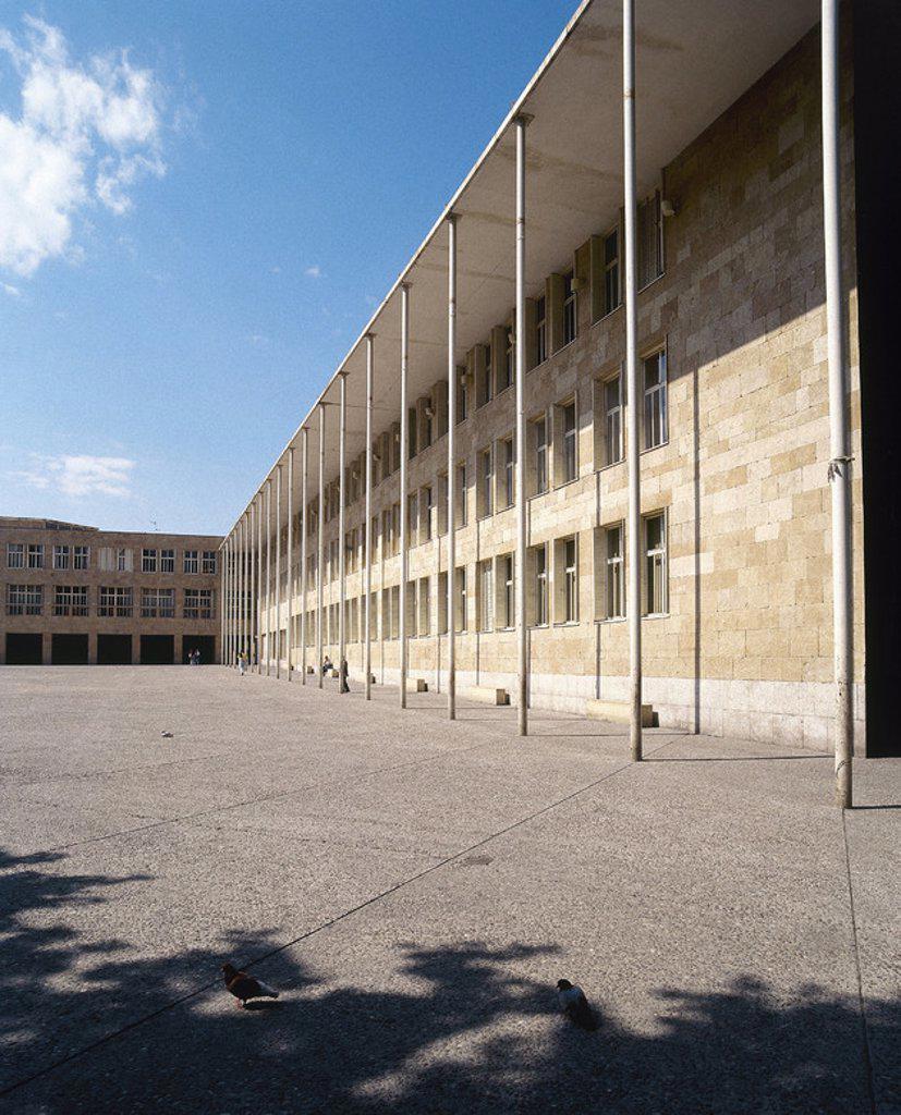 Stock Photo: 4409-40867 ARTE S. XX. ESPAÑA. MONEO, Rafael (n. Tudela,1937). Arquitecto español. AYUNTAMIENTO DE LOGROÑO. Vista del exterior del moderno edificio. La Rioja.