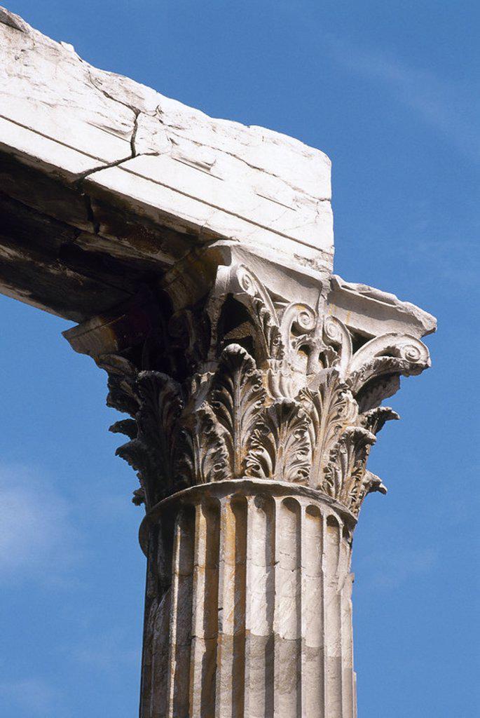 ARTE GRIEGO. GRECIA. TEMPLO DE ZEUS. Detalle de un CAPITEL DE ESTILO CORINTIO decorado con hojas de acanto. Atenas. : Stock Photo