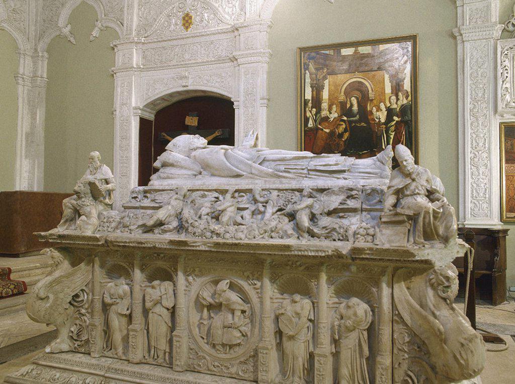 Stock Photo: 4409-41747 CISNEROS, Francisco Jiménez de (Torrelaguna,1436-Roa,1517). Eclesiástico y estadista español. Medió entre Fernando el Católico y Felipe el Hermoso, convirtiéndose en regente a la muerte del primero. SEPULCRO DEL CARDENAL CISNEROS, iniciado por Domenico FANCELLI y finalizado por Bartolomé ORDOÑEZ (s. XVI). Iglesia de San Ildefonso. ALCALA DE HENARES. Comunidad de Madrid. España.