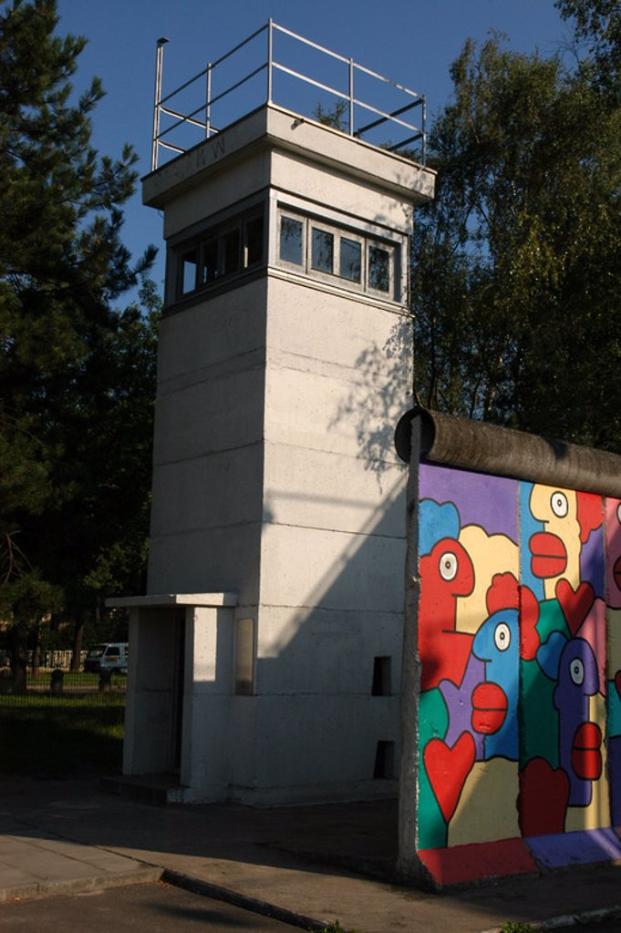Stock Photo: 4409-42289 Watchtower and strecht of the Berlin Wall in the Allied Museum. Berlin. Germany.