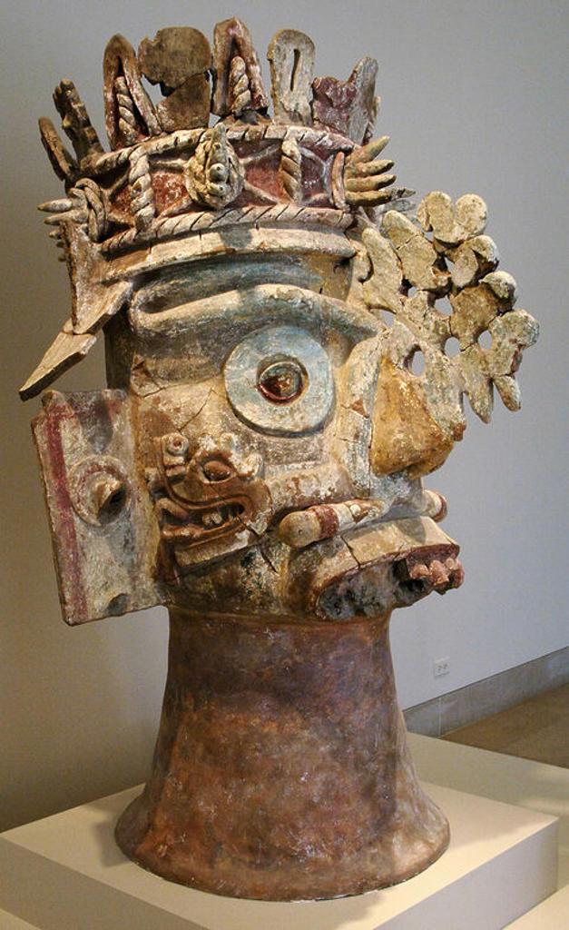 Stock Photo: 4409-42790 ARTE PRECOLOMBINO. CULTURA MIXTECA. MEXICO. CABEZA DEL DIOS DE LA LLUVIA TLALOC. Teotitlan del Camino (Estado de Oaxaca). Periodo Postclásico (1300-1500). Museo de Arte de Dallas (Dallas Museum of Art). Estado de Texas. Estados Unidos.
